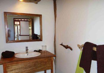 Tembo Kijani bathroom