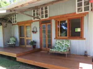 Fig Tree Retro Studio – Eco-friendly and on Acreage – Australia